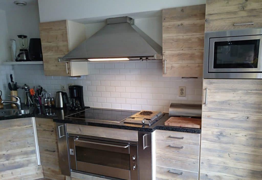 Steigerhouten keuken. (1)